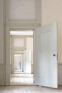 indoors, door, house-3117027.jpg
